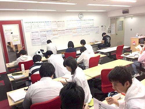 武田塾神戸三宮校のトレーニング風景1