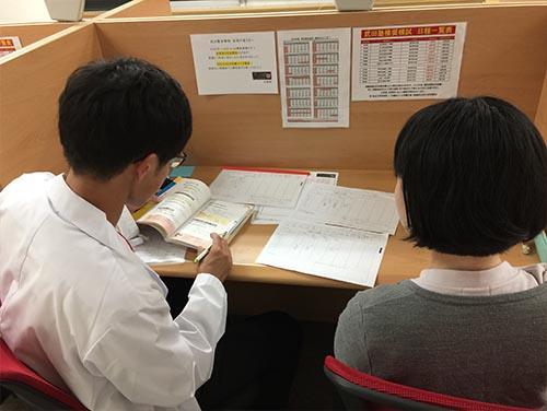 武田塾京都校のトレーニング風景1