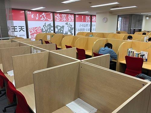 武田塾天王寺校のトレーニング風景3