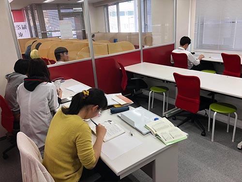 武田塾天王寺校のトレーニング風景1